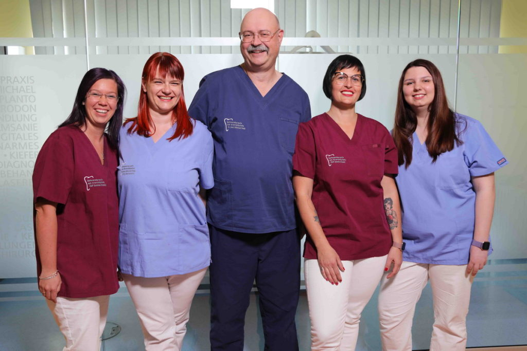 Dr-Michael Hopp-Team-Zahnarztpraxis-am-Kranoldplatz-Berlin